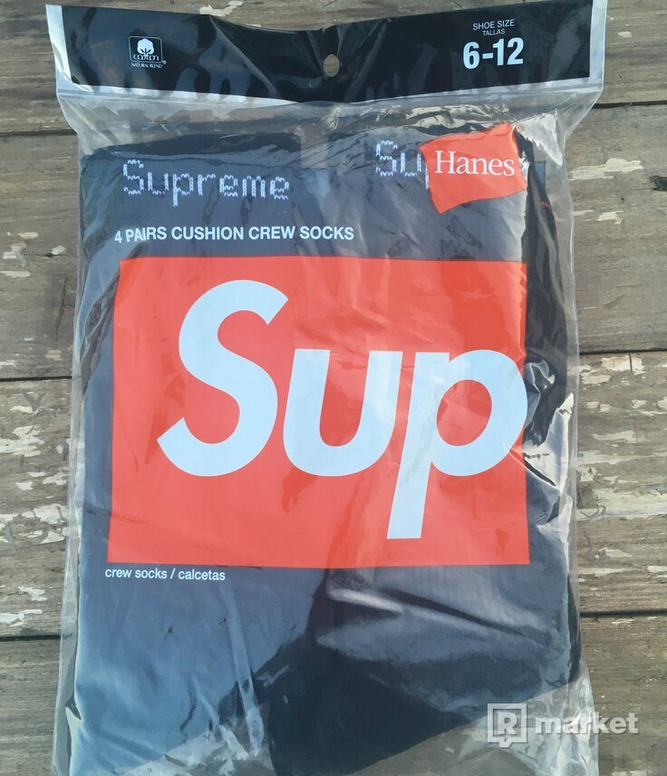 Supreme/Hanes Crew Socks (4 Pack)