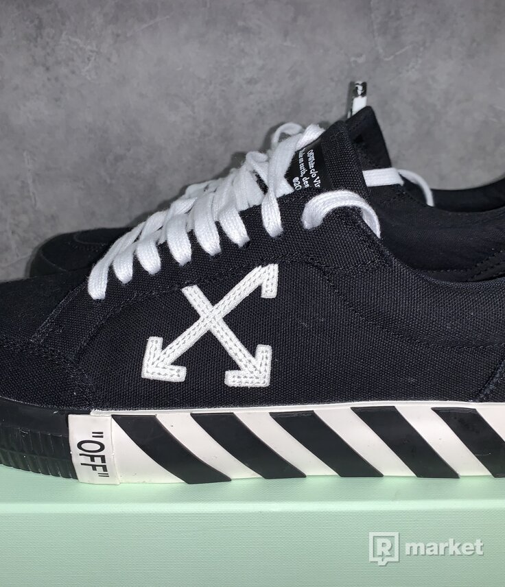 Off white c/o Low vulc