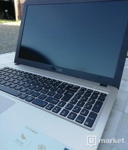 Notebook Asus VivoBook SonicMaster + myš a brašna