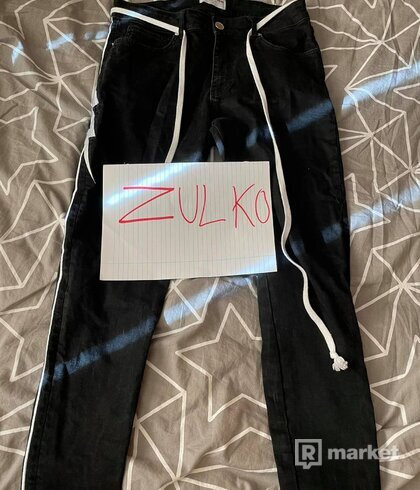 Lakenzie (Reputation Studios) bolt jeans