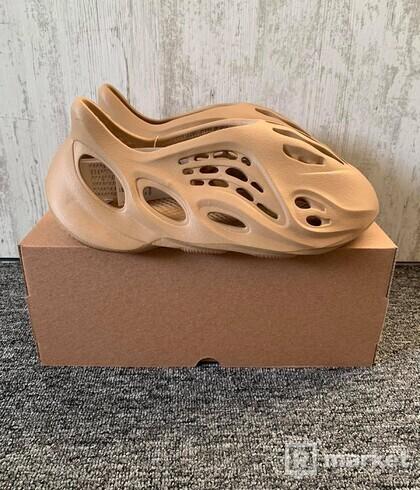 adidas Yeezy Foam RNNR Ochre (US11)