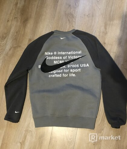 Nike sveter