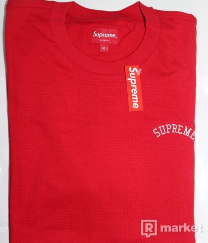 MESH ARC LOGO TEE - RED