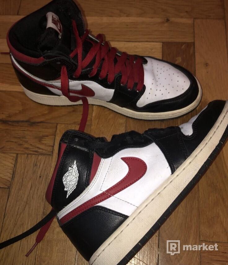 Jordan  1 retro high Black gym red