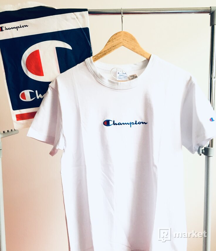 Champion small centre logo tee