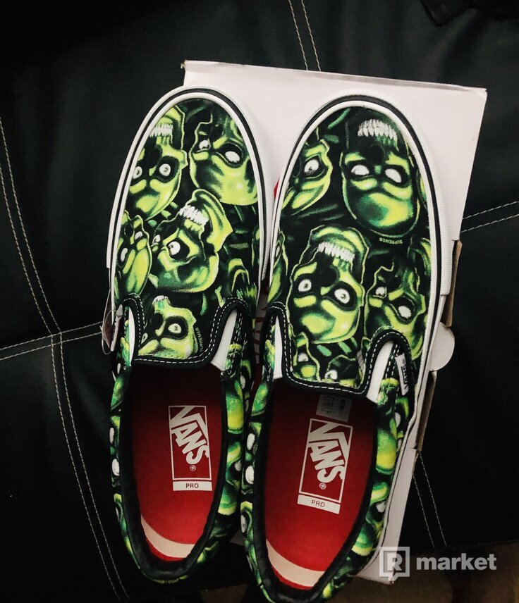 Vans x supreme skull slip on
