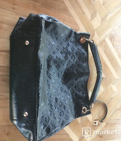 Louis Vuitton Kabelka Čierna
