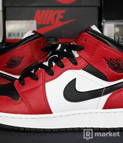 """Air Jordan Retro 1 Mid """"Chicago Black Toe"""" GS"""