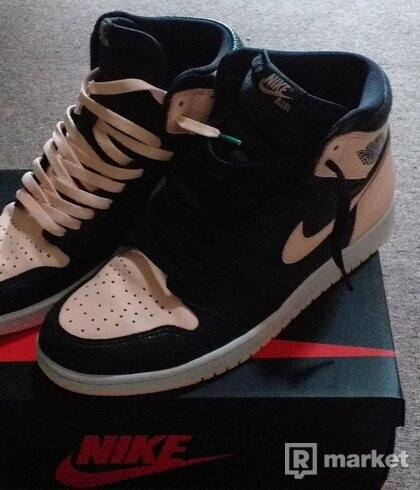 Air jordan 1 retro high crimson tint