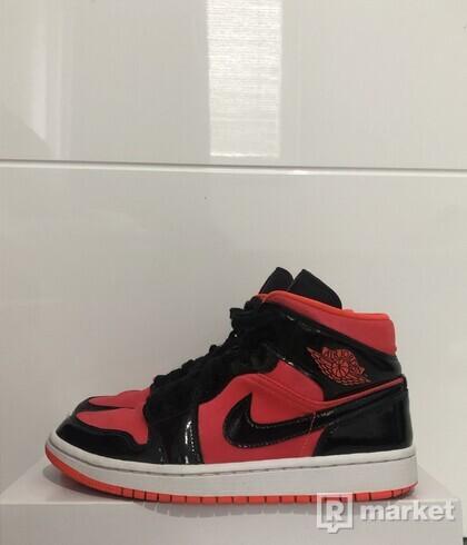Air Jordan 1 Mid 'Hot Punch'