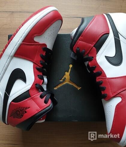 Air Jordan 1 Mid Chicago white