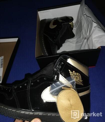 Air jordan 1 retro high og black metallic gold