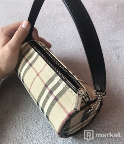 Burberry barellbag
