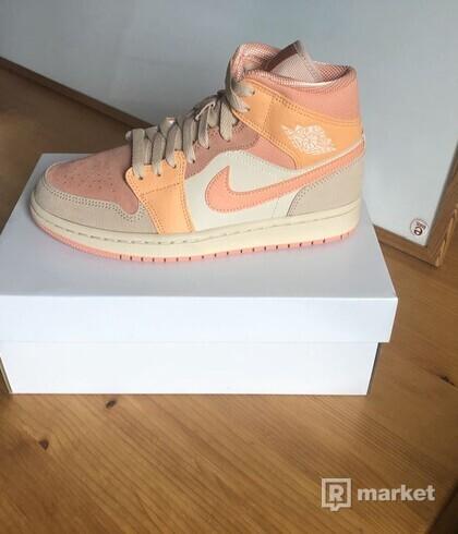 Air Jordan 1 Mid Apricot