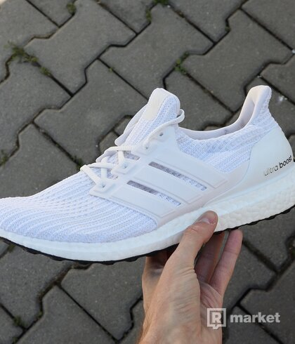 "Ultra Boost 4.0 ""Running White"" US10.5"