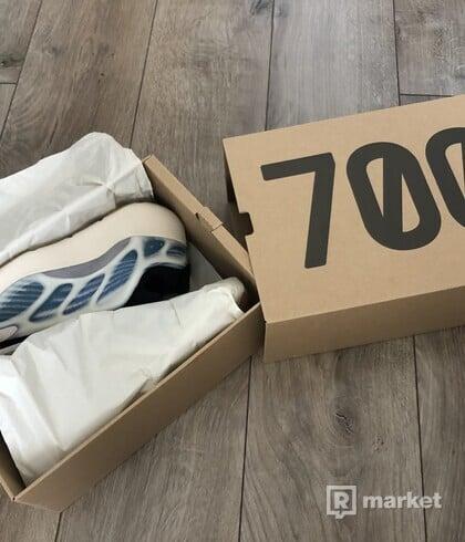 """Adidas yeezy700 v3 """"kyanite"""" US9"""
