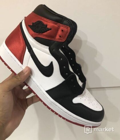 Nike Air Jordan Retro 1 Satin Black toe