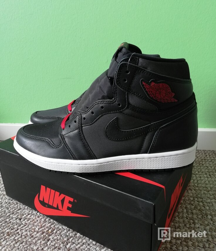 Jordan 1 retro high satin black