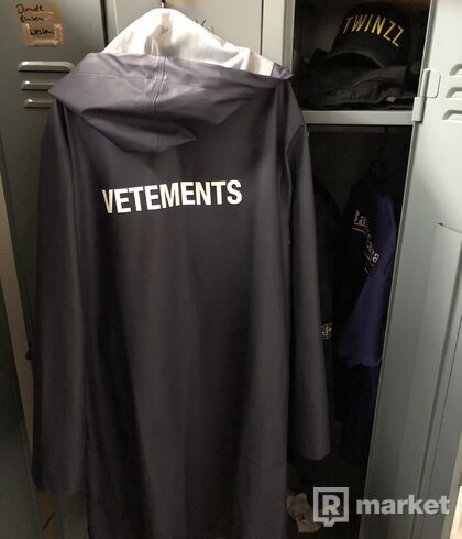 Vetements raincoat