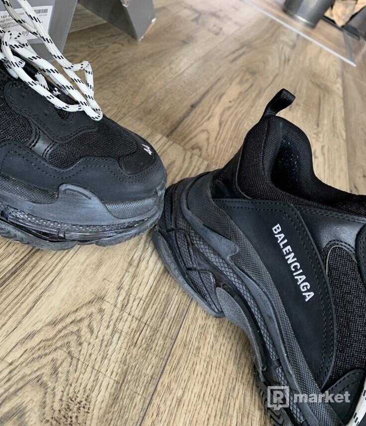 Balenciaga S triplle trainers black