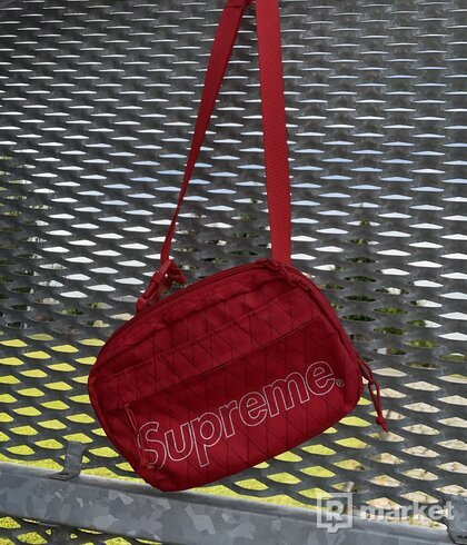 Supreme shoulder bag fw18 red