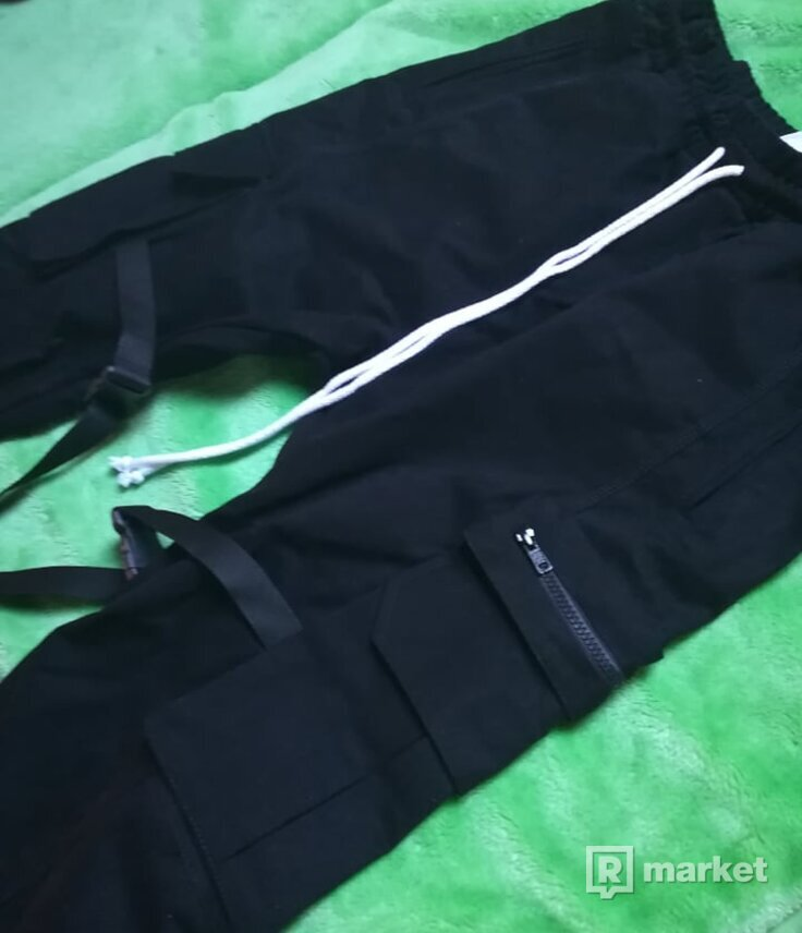 Lakenzie Cargo Pants Black