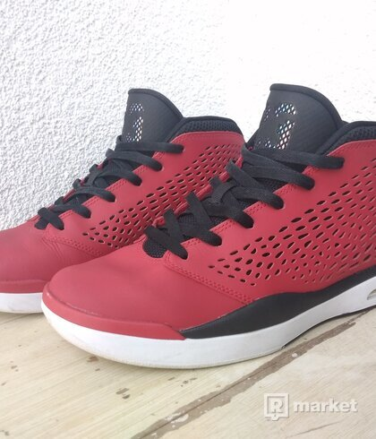 Jordan Flight 2015 red