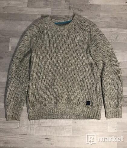 RESERVED sveter