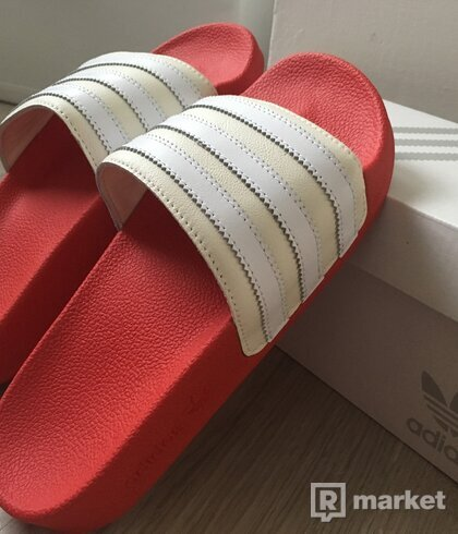 adidas mi adilette world pack