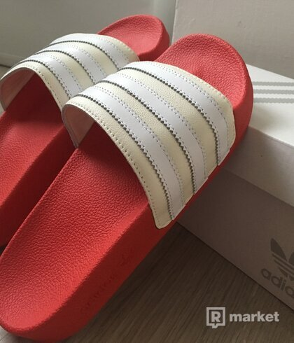 adidas mi adilette world pack