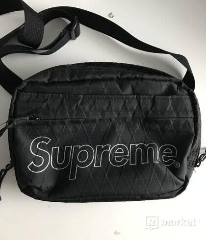 Supreme shoulderbag