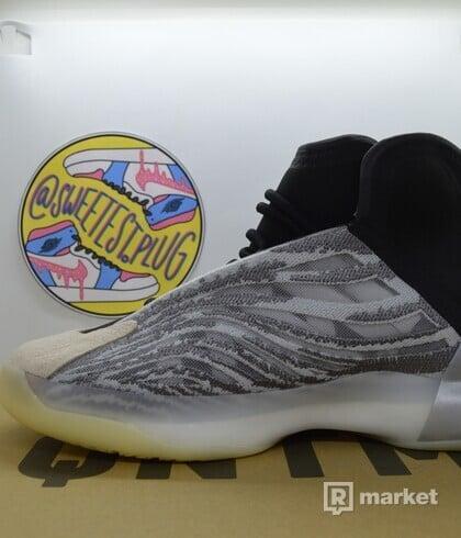 adidas Yeezy quantum QNTM (Lifestyle Model)