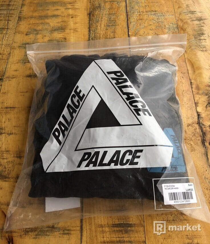 Palace Tri Smiler Hood