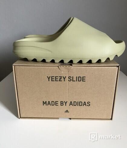 Yeezy slide-resin