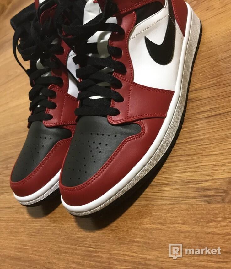 AIR JORDAN 1 MID CHICAGO TOE / BLACK TOE