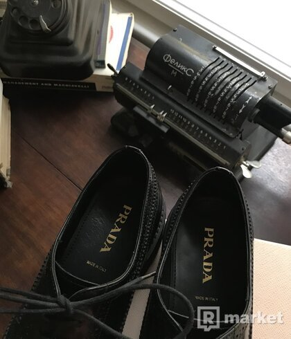 Prada leather broque boty