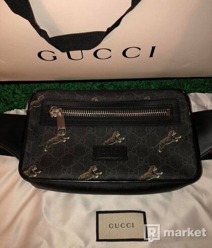 Gucci beltbag with tigers