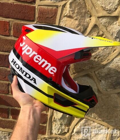 Supreme Honda Fox Racing V1 Helmet