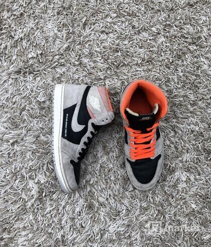 Nike Air Jordan 1 High Hyper Crimson