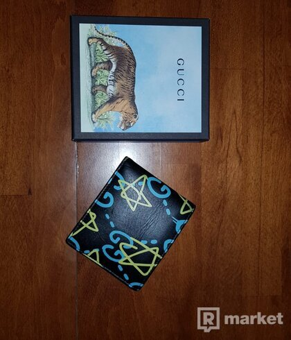 Gucci ghost spray wallet