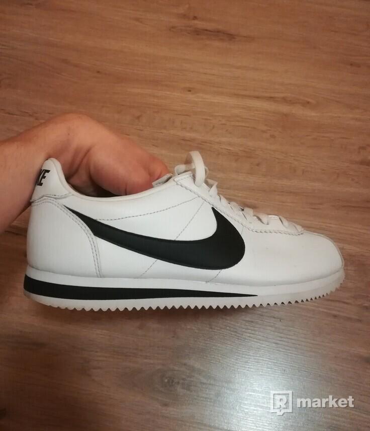 Nike Cortez White/Black nenosené