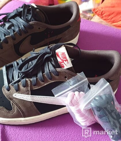 "Nike Air Jordan 1 low ""Travis Scott"""