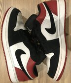 Air Jordan 1 Low BLACK TOE 9/10