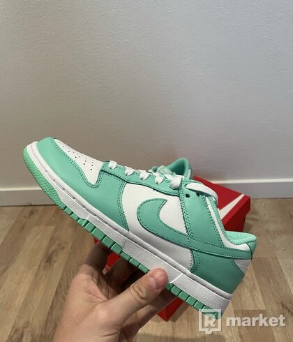 Nike Dunk Low Green Glow (W)