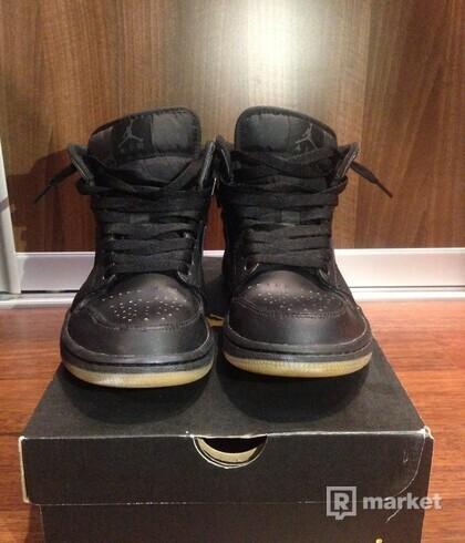 Air Jordan 1 Mid Winterized