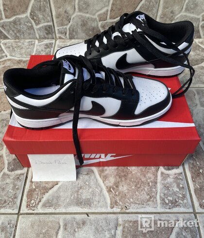 NIKE DUNK LOW WHITE AND BLACK