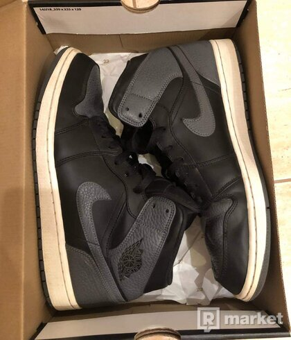 Air Jordan 1 Mid Shadow