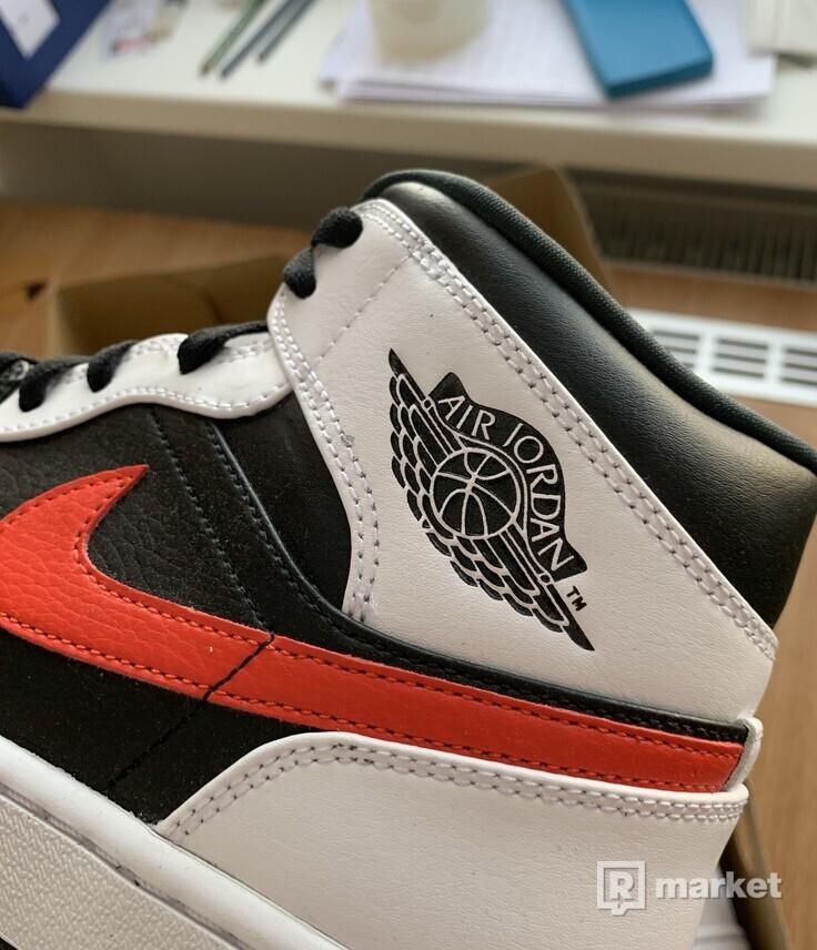 Nike Air Jordan 1 Mid Chile Red
