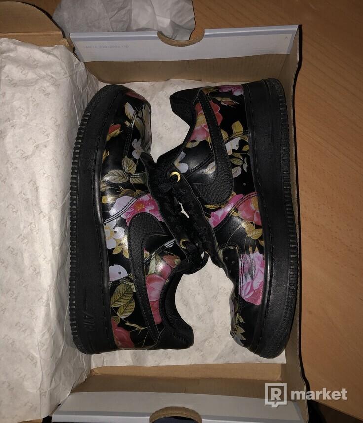 Nike WMNS Air Force 1 '07 LXX 'black floral