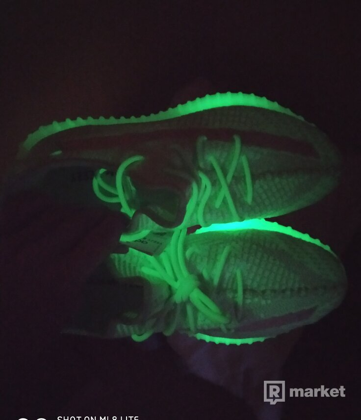 "Adidas yeezy boost 350 V2 ""Dark in the glow"""
